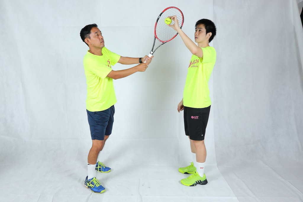 tennis-double-backhand-hit-outside